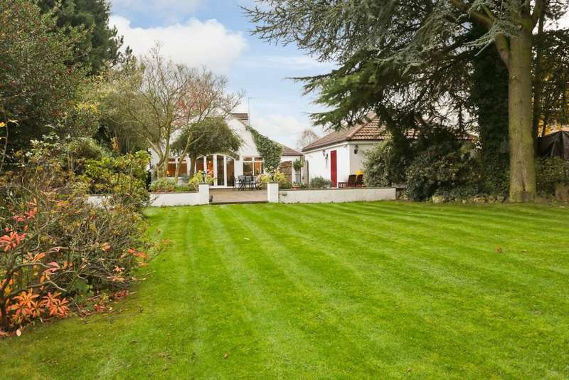 5 Bedrooms Detached Bungalow for sale in Harewood Road, Collingham, LS22