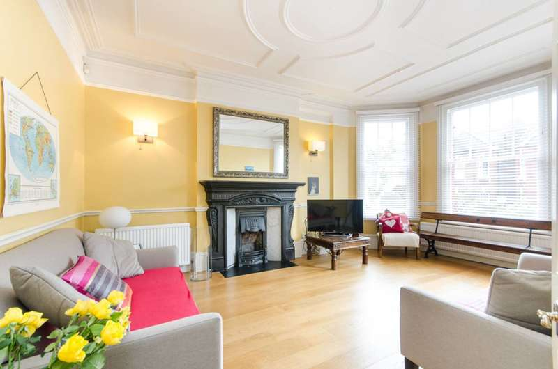Detached house in  Prout Grove  London  NW10  Richmond