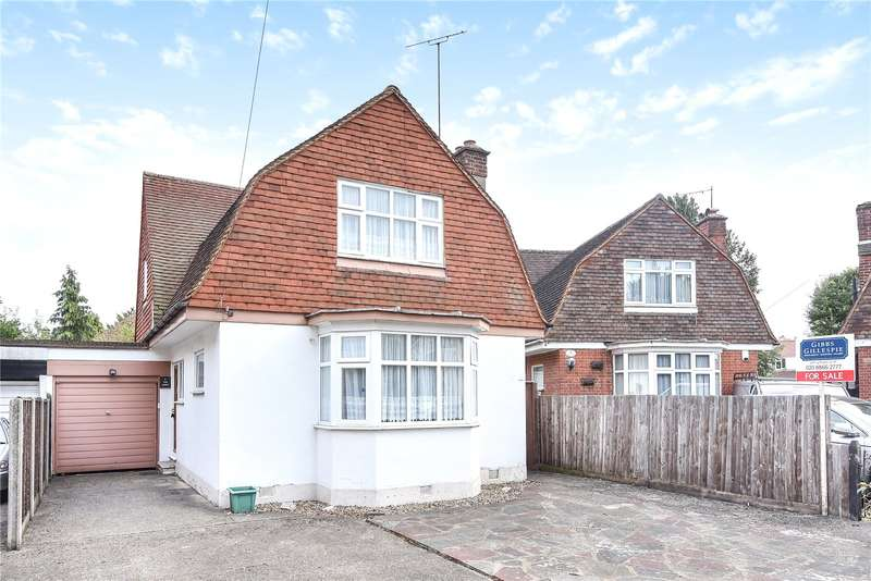 Detached house in  The Croft  Pinner  HA5  Richmond