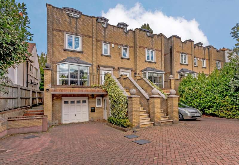 Detached house in  Kingston Hill  Kingston Upon Thames  KT2  Richmond