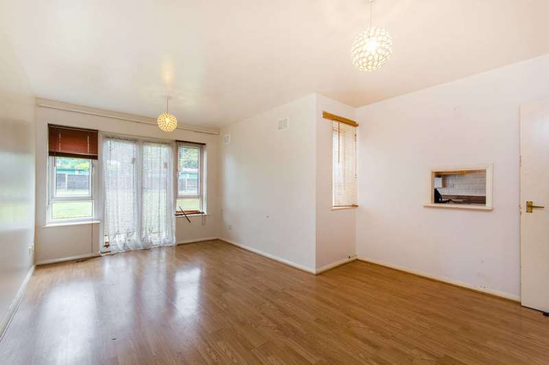 Flat in  Brunswick Road  Sutton  SM1  Richmond