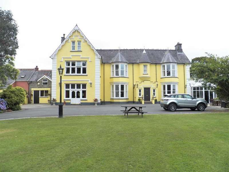 5 Bedrooms Property for sale in LLECHRYD