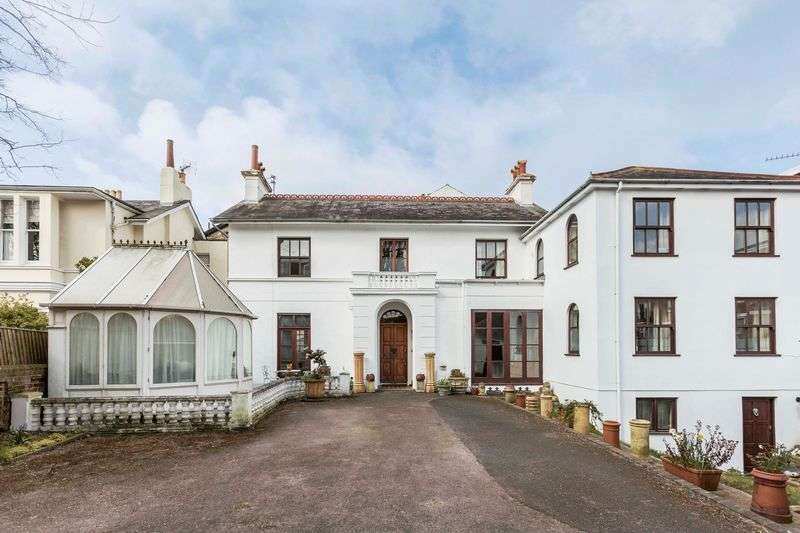 5 Bedrooms Detached House for sale in Queens Crescent, Southsea