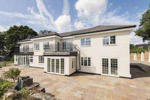 5 Bedrooms Detached House for sale in Millers Lane, Outwood, Redhill, Surrey