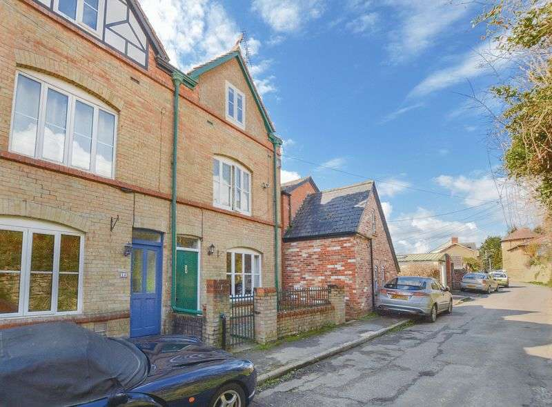 4 Bedrooms House for sale in Easthams Road, Crewkerne