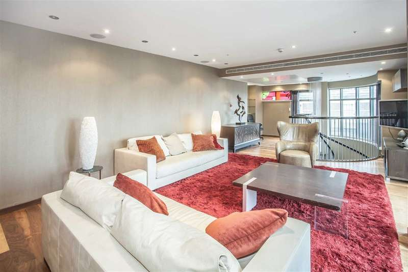 3 Bedrooms Flat for sale in Park Lane Place, London