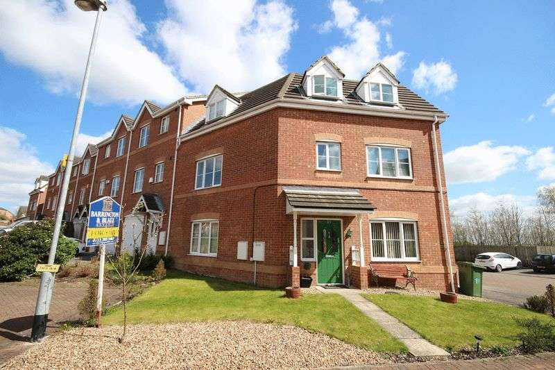 4 Bedrooms House for sale in Redbarn Close, Leeds