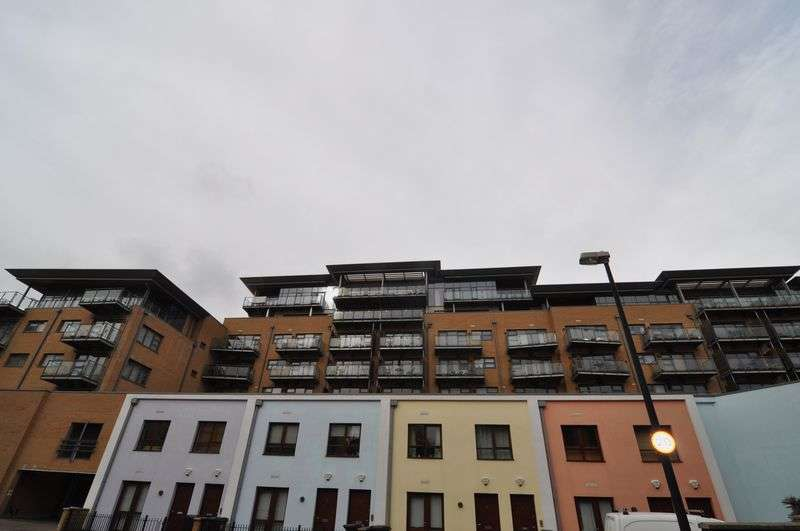 2 Bedrooms Flat for sale in Penthouse Apartment, Deanery Road, Bristol