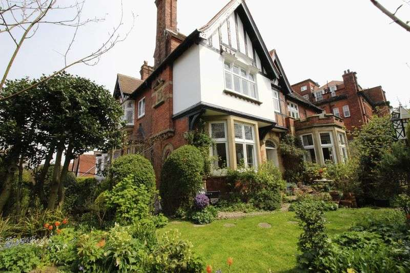 8 Bedrooms Detached House for sale in Filey Road, Scarborough, YO11 2 TU