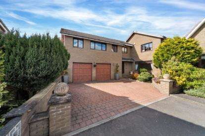 5 Bedrooms Detached House for sale in High Meadow, Carluke, South Lanarkshire