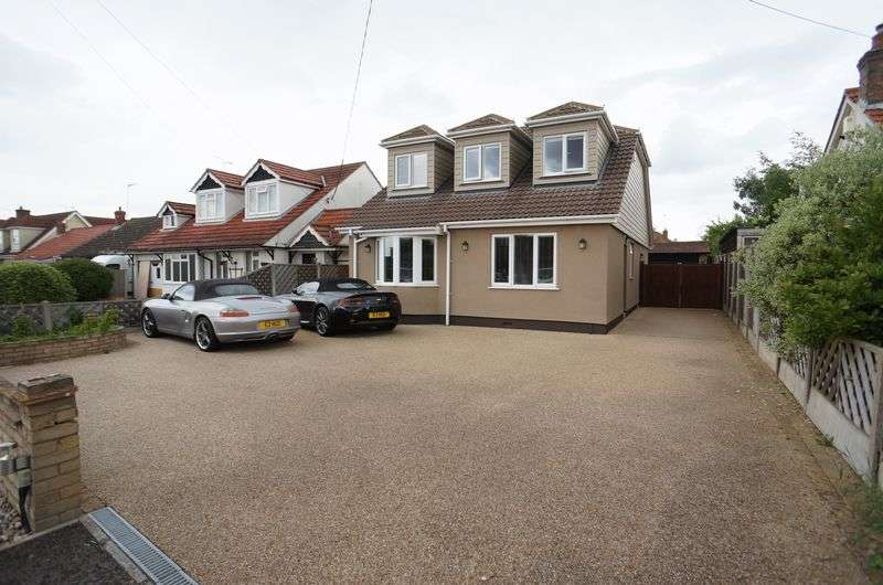 4 Bedrooms Detached House for sale in Pound Lane, Bowers Gifford