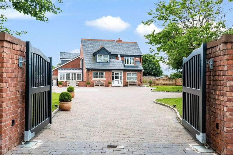 4 Bedrooms Detached House for sale in Formby Lane, Aughton