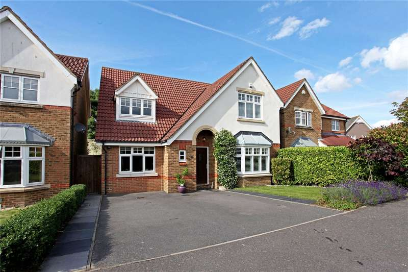 4 Bedrooms Detached House for sale in Woodall Close, Chessington, Surrey, KT9