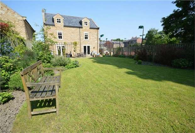 5 Bedrooms Detached House for sale in Nether Dale, Denby Dale, HUDDERSFIELD, West Yorkshire
