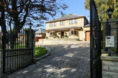 4 Bedrooms Detached House for sale in Keighley Road, Colne, Lancashire