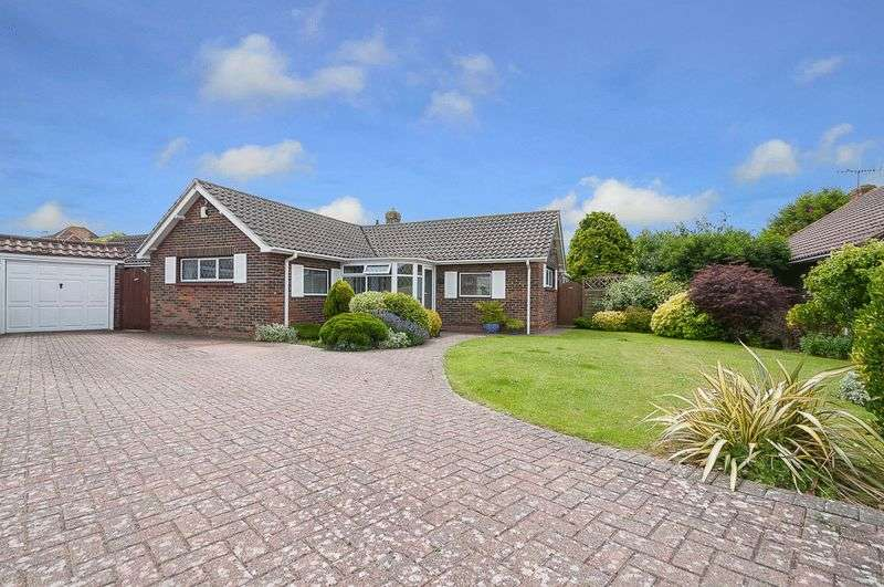 4 Bedrooms Bungalow for sale in Freshfields Close, Lancing