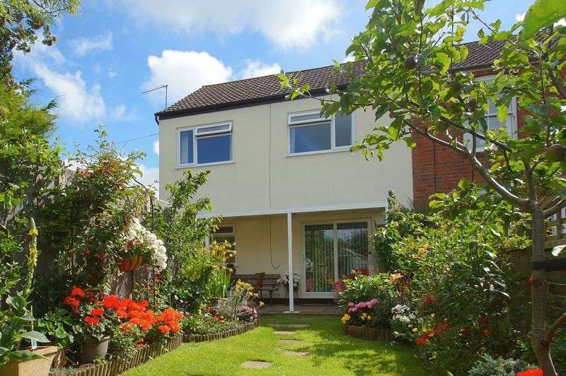 3 Bedrooms Terraced House for sale in New Road, Astwood Bank, Redditch, Worcestershire, B96