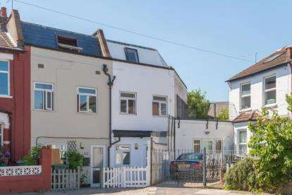 5 Bedrooms House for sale in Conway Road, London