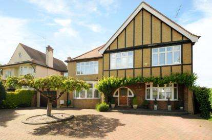 5 Bedrooms Detached House for sale in Chandos Avenue, Whetstone