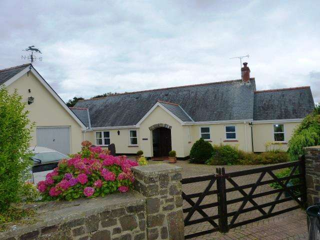 5 Bedrooms Detached Bungalow for sale in Pen Y Maes, Penfordd, Clynderwen, Pembrokeshire