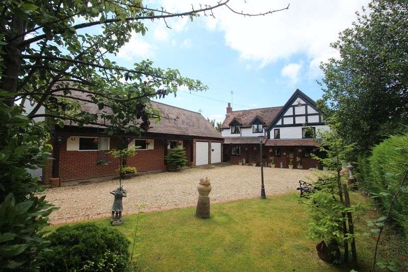 4 Bedrooms Detached House for sale in Astwood Lane, Astwood Bank