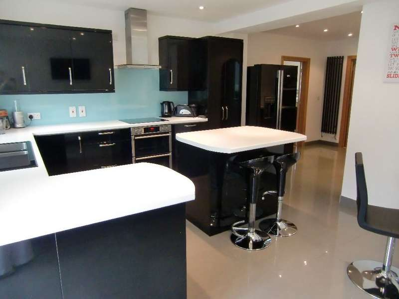 3 Bedrooms Detached House for sale in All Saints Crescent, Garston Watford, Herts, WD25