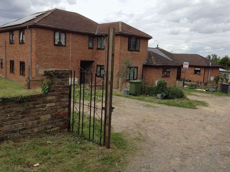 5 Bedrooms Detached House for sale in Brigg Road, Brigg