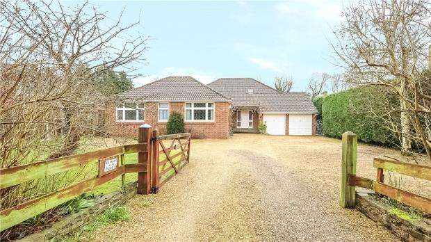 5 Bedrooms Detached Bungalow for sale in Jigs Lane South, Warfield, RG42 3DP