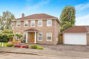 3 Bedrooms Detached House for sale in Ashfield Close, Midhurst, West Sussex