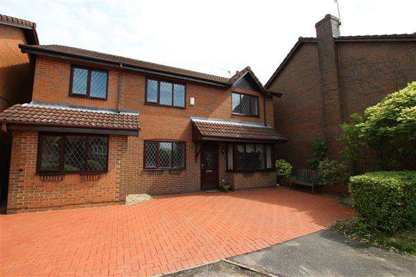 4 Bedrooms Detached House for sale in Elmbrook Close, Lightwood, Stoke-on-Trent