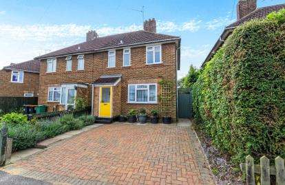 3 Bedrooms Semi Detached House for sale in Benning Avenue, Dunstable, Bedfordshire
