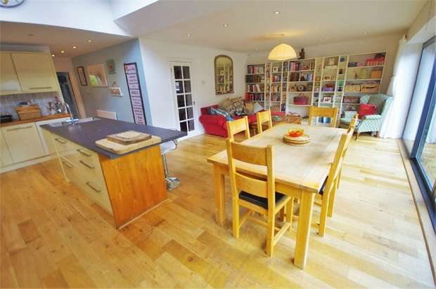 5 Bedrooms Semi Detached House for sale in Gade Avenue, WATFORD, Hertfordshire