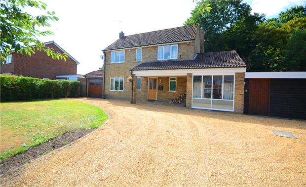 4 Bedrooms Detached House for sale in 148 Sycamore Road, Farnborough, Hampshire, GU14 6RF