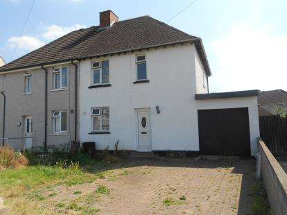 House for sale in Acacia Road, Bedford, Bedfordshire