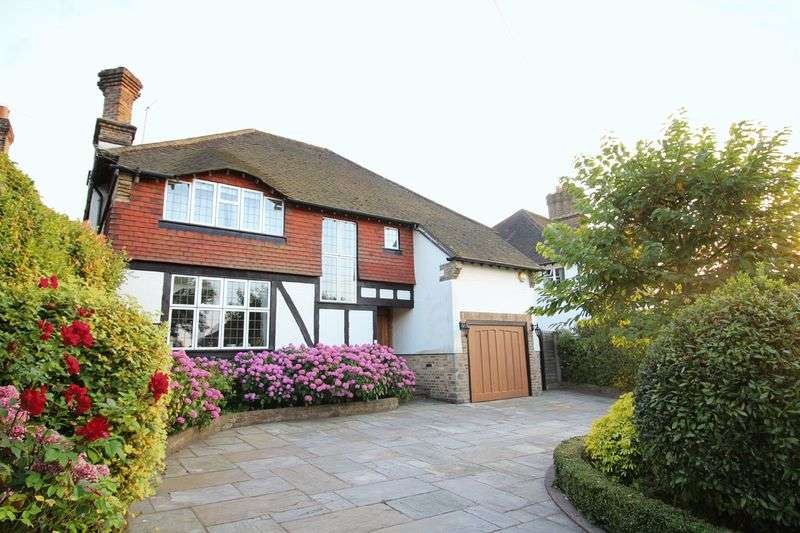 4 Bedrooms Detached House for sale in Glebe Hyrst, Sanderstead, Surrey