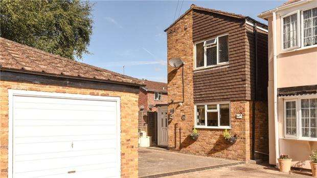 3 Bedrooms Detached House for sale in 94A Fairway Avenue, West Drayton, UB7 7AW