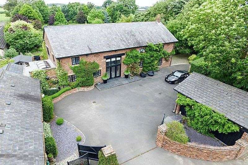5 Bedrooms Detached House for sale in The Barn, Greenhalgh Lane, Preston