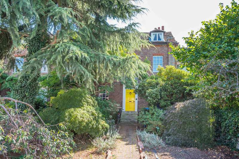 5 Bedrooms Terraced House for sale in Station Road, Thames Ditton