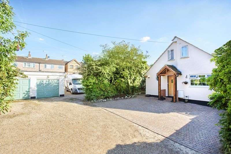 4 Bedrooms Detached House for sale in Ware, Hertfordshire