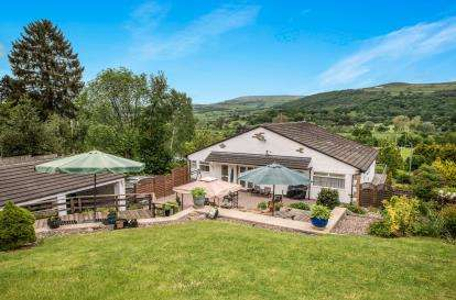3 Bedrooms Detached House for sale in Skipton Road, Keighley, West Yorkshire, West Yorks