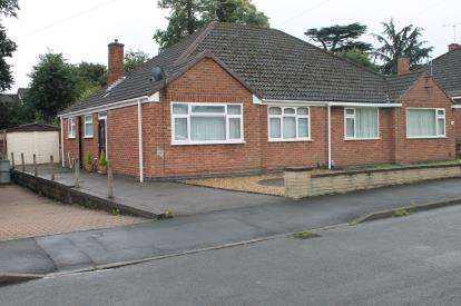 2 Bedrooms Bungalow for sale in Greville Smith Avenue, Whitnash, Leamington Spa