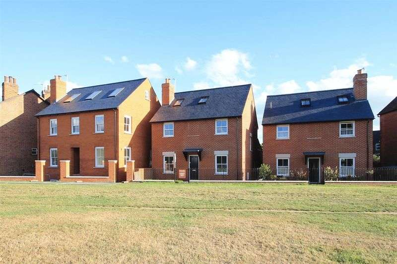 3 Bedrooms Detached House for sale in The Green, Ripley