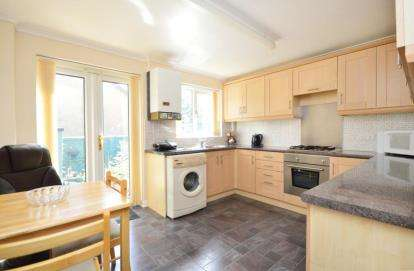 2 Bedrooms Terraced House for sale in College Close, Sheffield, South Yorkshire