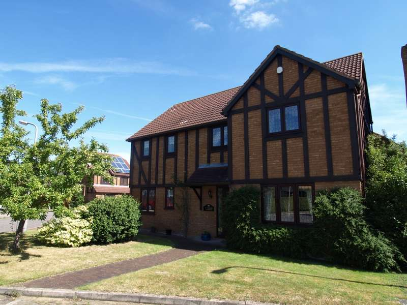4 Bedrooms Detached House for sale in Tabard Gardens, Newport Pagnell, Buckinghamshire