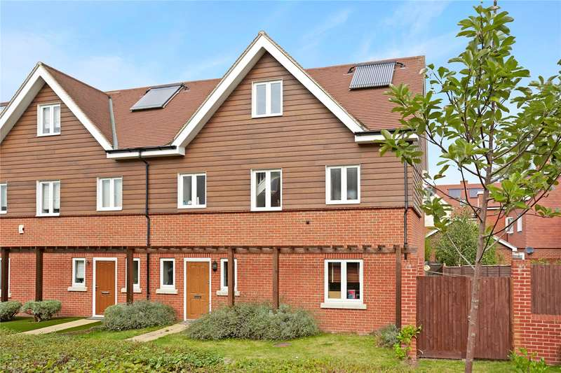 4 Bedrooms House for sale in Mulberry Way, Ashtead, Surrey, KT21