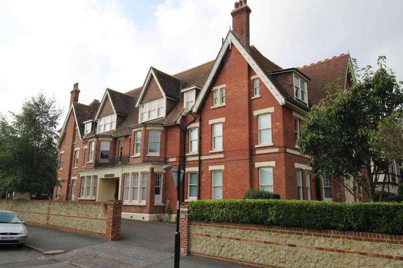 4 Bedrooms Apartment Flat for sale in Grange Road, Meads, BN21 4HF