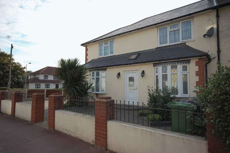 3 Bedrooms Semi Detached House for sale in Flamstead Road, Dagenham