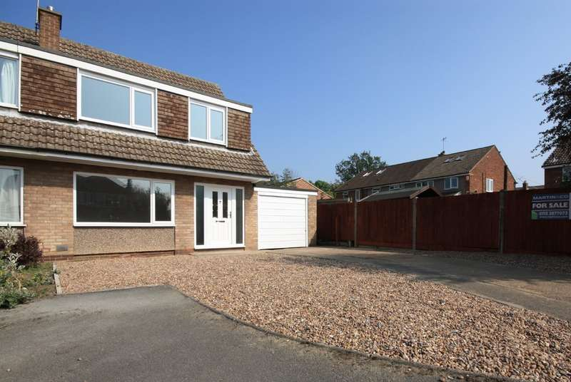 3 Bedrooms Semi Detached House for sale in Holly Bank, Garforth, Leeds