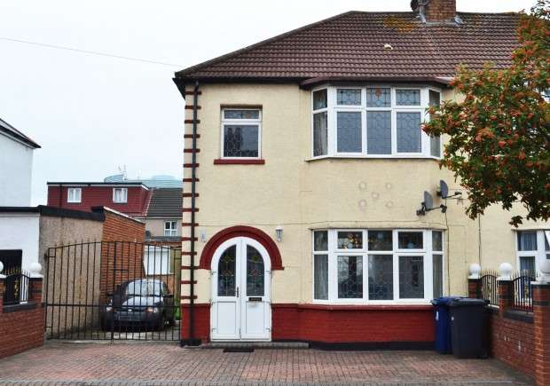 Terraced house in  Scotts Road  Southall  UB2  Richmond