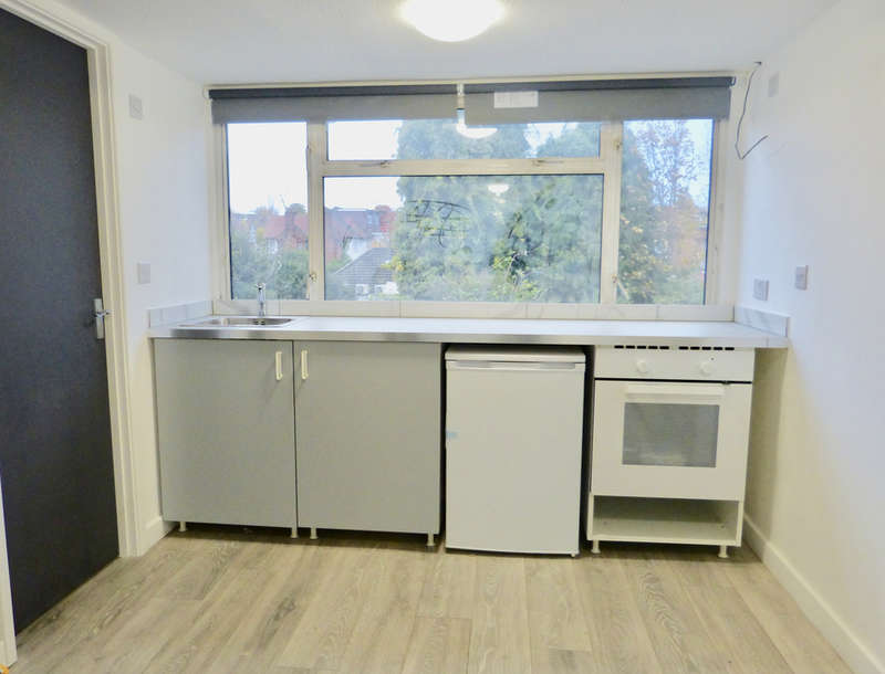 Studio in  Brentmead Place  London  NW11  Richmond